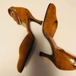 Impo Round Toed Faux Suede Heels Size 7